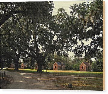 Historic Slave Houses At Boone Hall Plantation In Sc Wood Print by Susanne Van Hulst