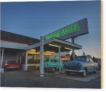 Holbrook Az - Wigwam Motel 010 Wood Print by Lance Vaughn