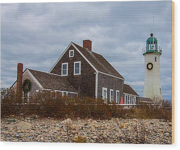 Holiday Wreath On The Lighthouse Wood Print by Brian MacLean