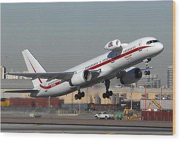 Honeywell Boeing 757 Engine Testbed At Phoenix Sky Harbor On November 11 2010 Wood Print by Brian Lockett