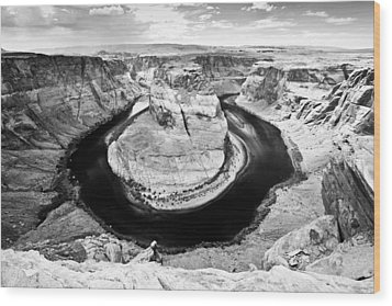 Horseshoe Bend In Page Arizona Black And White Wood Print by Ryan Kelly
