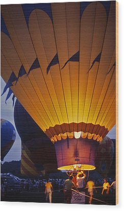 Hot Air Balloon - 10 Wood Print by Randy Muir