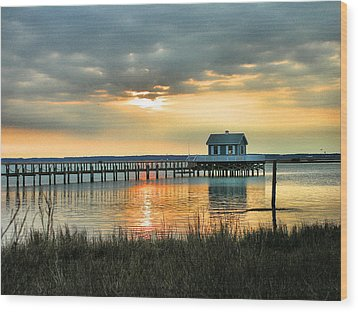 House At The End Of The Pier Wood Print by Steven Ainsworth