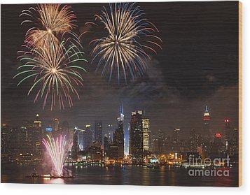 Hudson River Fireworks Iv Wood Print by Clarence Holmes