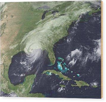 Hurricane Katrina Over Southeast Wood Print by Everett