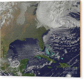 Hurricane Sandy Battering The United Wood Print by Stocktrek Images