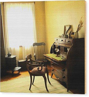 I Will Be Right Back  Wood Print by Ian  MacDonald