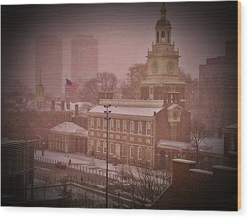 Independence Hall In The Snow Wood Print by Bill Cannon