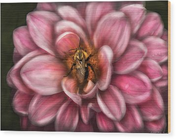 Insect - Bee - Center Of The Universe  Wood Print by Mike Savad