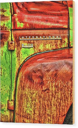 International Mcintosh Vert Wood Print by Jeffrey Jensen