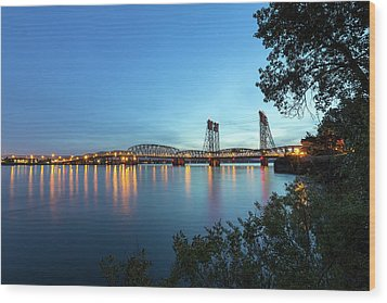 Interstate Bridge Over Columbia River At Dusk Wood Print by David Gn