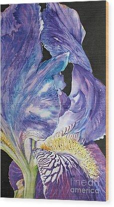 Iris-in-focus Wood Print by Nancy Newman
