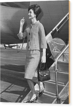 Jacqueline Kennedy Deplanes In New York Wood Print by Everett