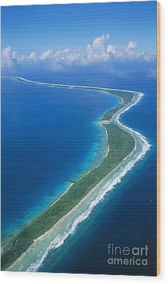Jaluit Atoll And Lagoon Wood Print by Greg Vaughn - Printscapes