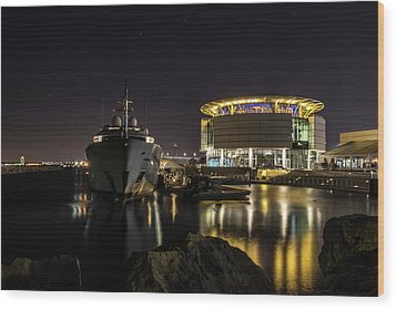 Wood Print featuring the photograph Jamaica Bay At Discovery World by Randy Scherkenbach
