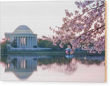 Jefferson At Sunrise Wood Print by Don Lovett