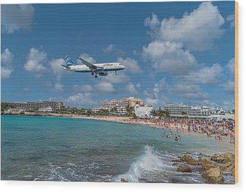 jetBlue at St. Maarten Wood Print by David Gleeson