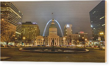 Kiener Plaza And The Gateway Arch Wood Print by Matthew Chapman