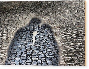 Kiss Me On The Cobblestone Wood Print by Dora Hathazi Mendes