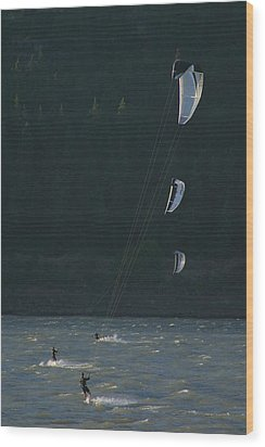 Kiteboarding On The Columbia River Wood Print by Skip Brown