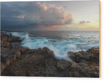 Wood Print featuring the photograph Kona Gold by Ryan Manuel
