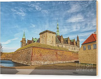 Wood Print featuring the photograph Kronborgsslott In Helsingor by Antony McAulay