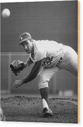 L.a. Dodgers Pitcher Sandy Koufax, 1965 Wood Print by Everett
