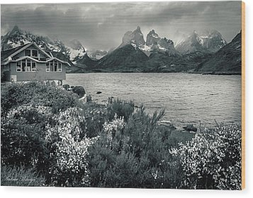 Lake Pehoe In Black And White Wood Print by Andrew Matwijec