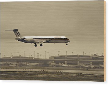 Landing At Dfw Airport Wood Print by Douglas Barnard