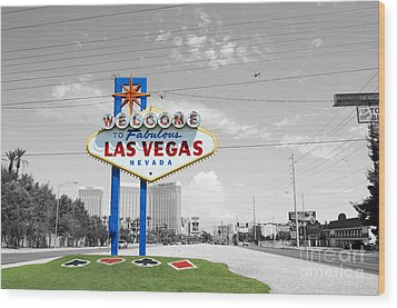 Las Vegas Welcome Sign Color Splash Black And White Wood Print by Shawn O'Brien