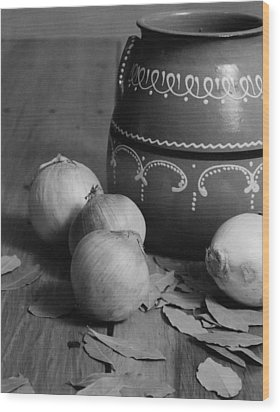 Laurel And Onions Wood Print by Henry Krauzyk