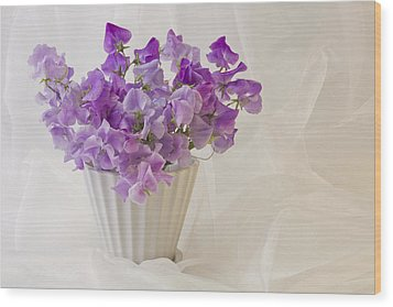 Lavender Sweet Peas And Chiffon Wood Print by Sandra Foster