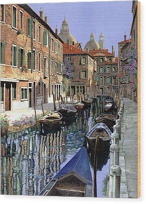Le Barche Sul Canale Wood Print by Guido Borelli