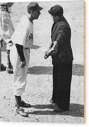 Leo Durocher Argues With An Umpire Wood Print by Everett