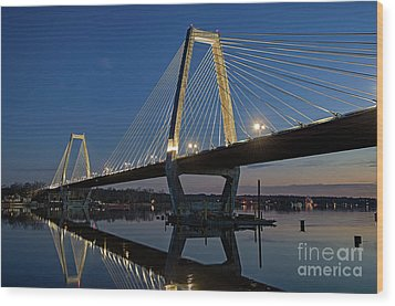 Wood Print featuring the photograph Lewis And Clark Bridge - D009999 by Daniel Dempster