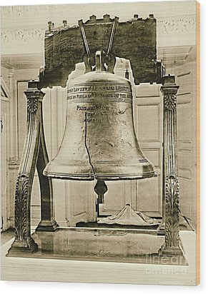 Liberty Bell At Independence Hall 1901 Wood Print by Padre Art