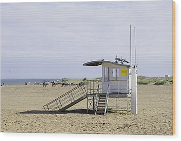 Lifeguard Station At Skegness Wood Print by Rod Johnson