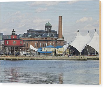 Lighthouse And Pier 6 - Baltimore Wood Print