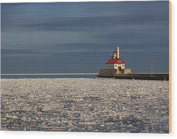 Lighthouse In Winter Wood Print by Ron Read