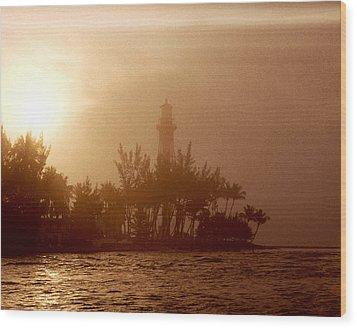 Lighthouse Point Sunrise Wood Print