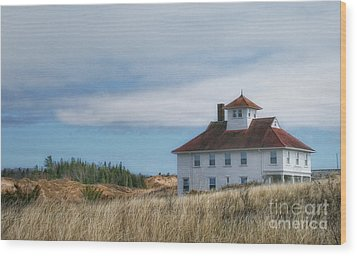 Wood Print featuring the photograph Lighthouse Residence by Gina Cormier