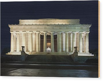 Lincoln Memorial At Twilight Wood Print by Andrew Soundarajan