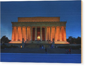 Lincoln Memorial By Night Wood Print