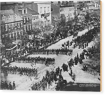 Lincolns Funeral Procession, 1865 Wood Print by Photo Researchers, Inc.