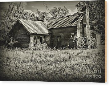 Little Red Farmhouse In Black And White Wood Print by Paul Ward