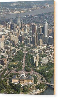 Live 8 Concert Philadelphia Ben Franklin Parkway 2 Wood Print by Duncan Pearson