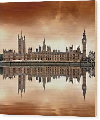 London Wood Print by Jaroslaw Grudzinski