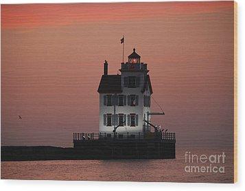 Lorain Lighthouse 1 Wood Print