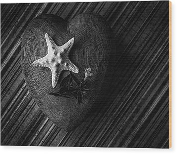 Low Key Heart And Starfish Wood Print