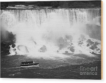 Maid Of The Mist Boat Below The American And Bridal Veil Falls Niagara Falls Ontario Canada Wood Print by Joe Fox
